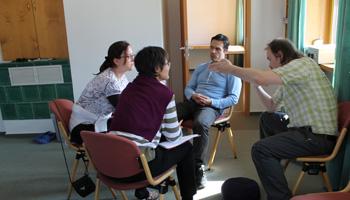 Juan Nuñez del Prado leitet eine Übung an